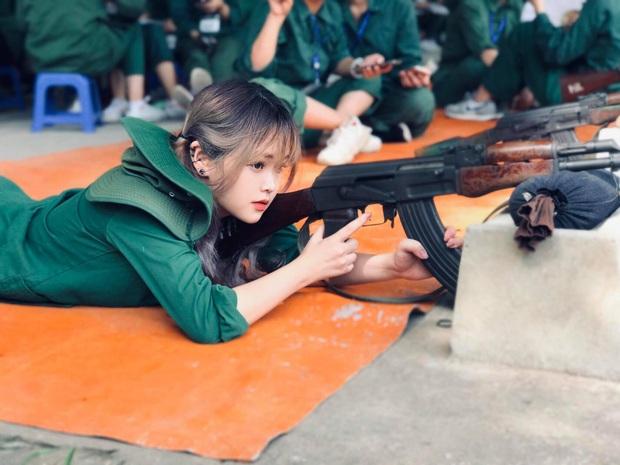 Cứ nghĩ học quân sự là mệt mỏi, xấu xí nhưng dàn cực phẩm đến từ ĐH Hà Nội chứng minh điều ngược lại - Ảnh 8.