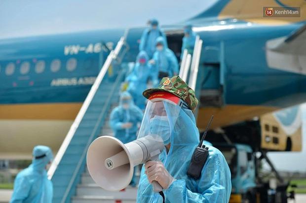 Ảnh, clip: Chuyến bay đầu tiên đưa hành khách từ Đà Nẵng về Hà Nội - Ảnh 12.