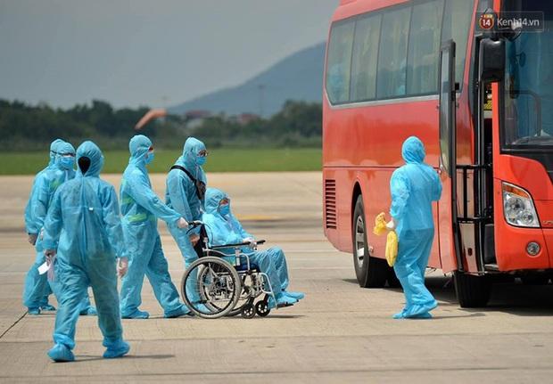Ảnh, clip: Chuyến bay đầu tiên đưa hành khách từ Đà Nẵng về Hà Nội - Ảnh 13.