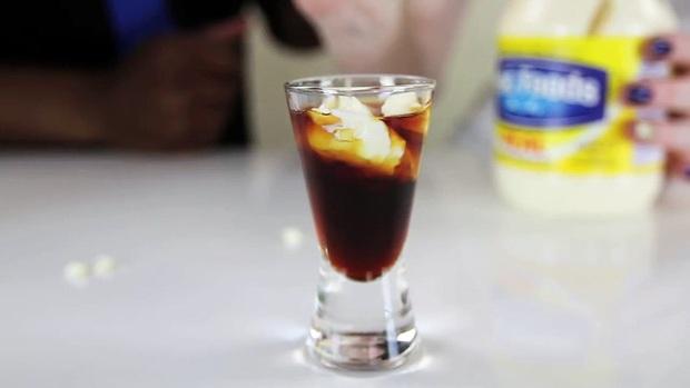 """10 loại đồ uống truyền thống """"kinh dị"""" nhất trên thế giới, Việt Nam cũng có món rượu rắn khiến không ít người sợ hãi - Ảnh 20."""