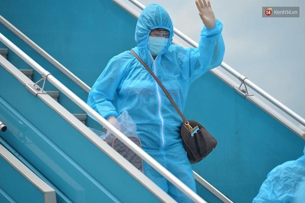 Ảnh, clip: Chuyến bay đầu tiên đưa hành khách từ Đà Nẵng về Hà Nội - Ảnh 3.