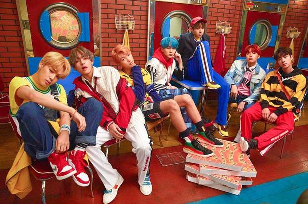 BTS khiến fan không tin nổi với teaser mới nhất: Chán ngầu lòi và huyền bí, nhóm trở lại thời kỳ của DNA và Fire? - Ảnh 2.