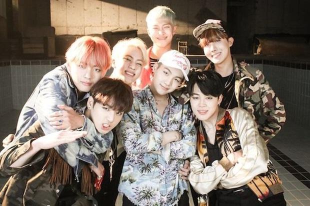 BTS khiến fan không tin nổi với teaser mới nhất: Chán ngầu lòi và huyền bí, nhóm trở lại thời kỳ của DNA và Fire? - Ảnh 3.