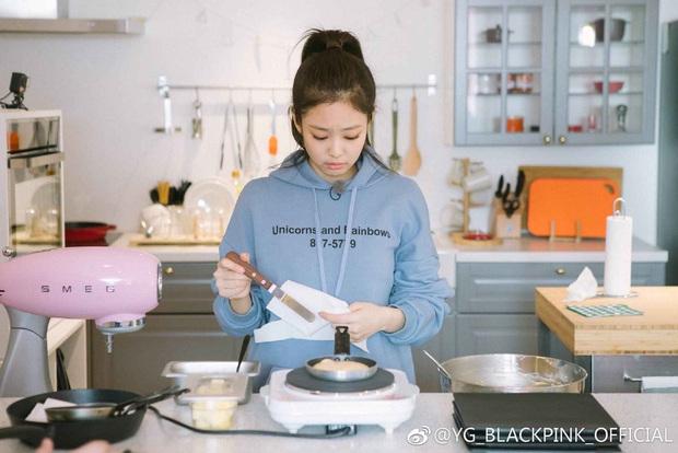 BLACKPINK có căn bếp vừa xinh vừa gọn thích mê, chị em mau sắm mấy món decor lợi hại để có bếp đẹp giống vậy - Ảnh 4.