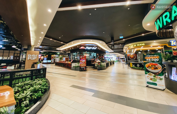 Chùm ảnh: Trung tâm Aeon Mall Bình Tân vắng tanh, đìu hiu chưa từng có giữa dịch Covid-19 - Ảnh 13.