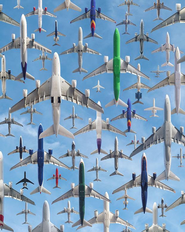 Ngoạn mục hàng trăm máy bay cất cánh cùng lúc như thể tắc đường hàng không cùng loạt khoảnh khắc ở sân bay khiến ai cũng há hốc - Ảnh 2.