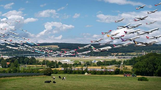 Ngoạn mục hàng trăm máy bay cất cánh cùng lúc như thể tắc đường hàng không cùng loạt khoảnh khắc ở sân bay khiến ai cũng há hốc - Ảnh 5.