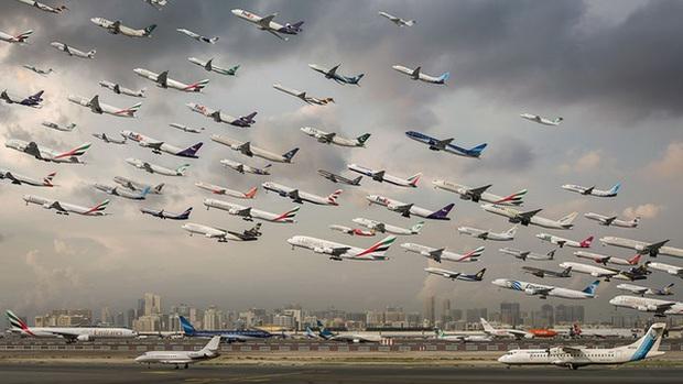 Ngoạn mục hàng trăm máy bay cất cánh cùng lúc như thể tắc đường hàng không cùng loạt khoảnh khắc ở sân bay khiến ai cũng há hốc - Ảnh 6.