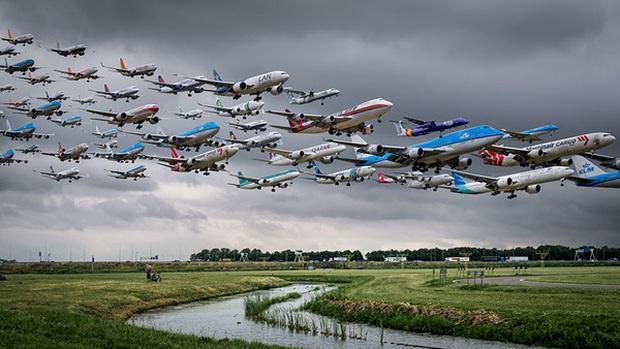 Ngoạn mục hàng trăm máy bay cất cánh cùng lúc như thể tắc đường hàng không cùng loạt khoảnh khắc ở sân bay khiến ai cũng há hốc - Ảnh 7.
