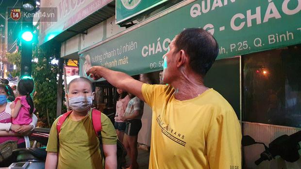 Giây phút kinh hoàng xe Camry tông một loạt xe máy ở Sài Gòn: Người bị thương nằm la liệt, chảy máu nhiều lắm - Ảnh 5.