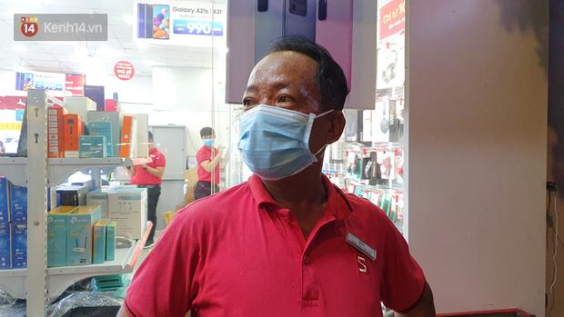 Giây phút kinh hoàng xe Camry tông một loạt xe máy ở Sài Gòn: Người bị thương nằm la liệt, chảy máu nhiều lắm - Ảnh 2.