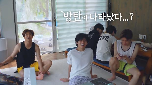 BTS khoe mặt mộc, tóc tai không thèm chải trong show thực tế mới - Ảnh 6.