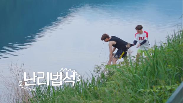 BTS khoe mặt mộc, tóc tai không thèm chải trong show thực tế mới - Ảnh 5.