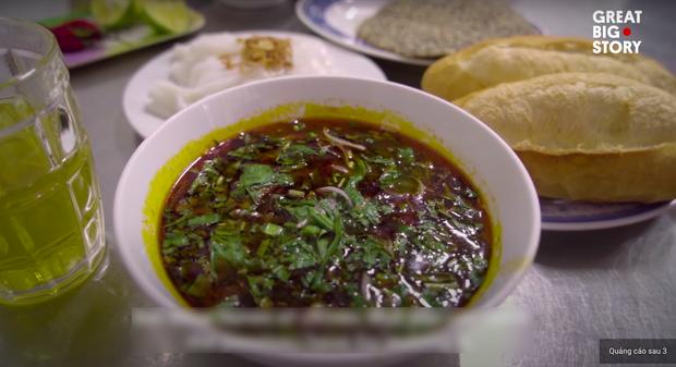 Không phải phở hay bánh mì, bữa sáng tiêu biểu của Việt Nam được trang tin Mỹ giới thiệu lại là một món làm từ lươn - Ảnh 1.