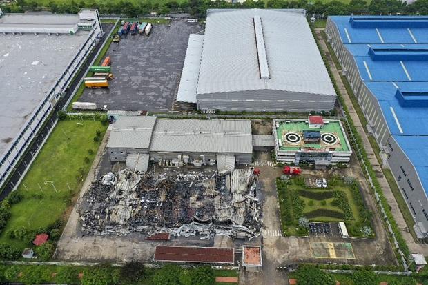 Clip: Hiện trường đám cháy lớn thiêu rụi hệ thống nhà xưởng ở Bắc Ninh - Ảnh 2.