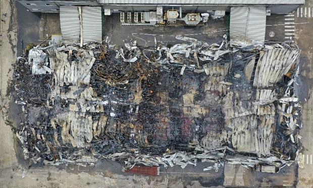 Clip: Hiện trường đám cháy lớn thiêu rụi hệ thống nhà xưởng ở Bắc Ninh - Ảnh 4.