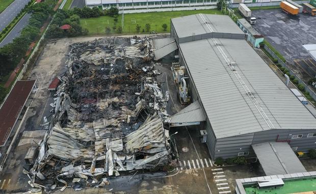 Clip: Hiện trường đám cháy lớn thiêu rụi hệ thống nhà xưởng ở Bắc Ninh - Ảnh 5.
