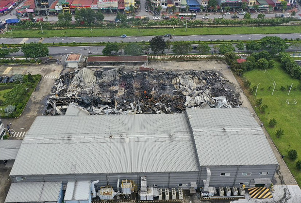 Clip: Hiện trường đám cháy lớn thiêu rụi hệ thống nhà xưởng ở Bắc Ninh - Ảnh 6.