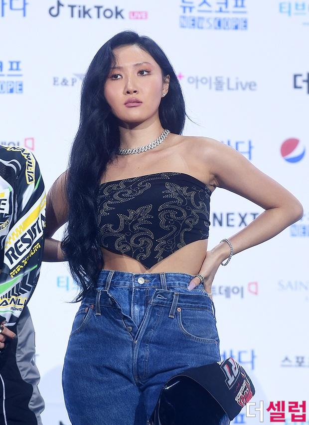 Siêu thảm xanh hot nhất Kpop hôm nay: TWICE sexy hầm hập đối đầu Red Velvet, Yerin (GFriend) mặt sưng vù giữa 50 idol - Ảnh 15.