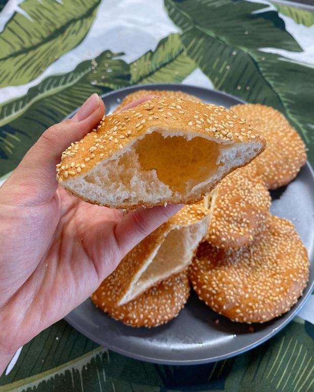Chiếc bánh tiêu kẹp khổng lồ: Món ăn sáng huyền thoại giá chỉ vài nghìn đồng của người miền Nam, ăn vào là no tới trưa! - Ảnh 3.