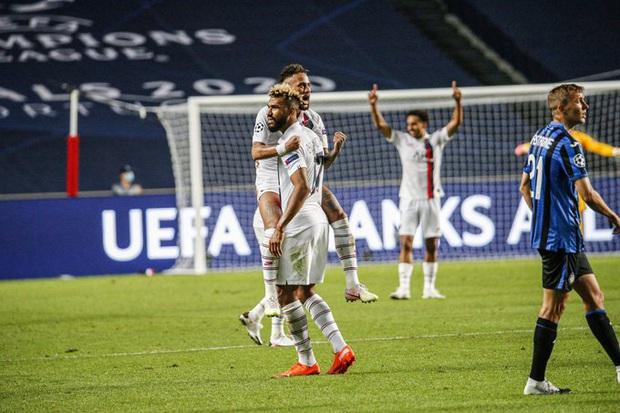 HLV PSG ôm hôn Neymar đầy cảm xúc sau màn lội ngược dòng khó tin trước Atalanta - Ảnh 4.