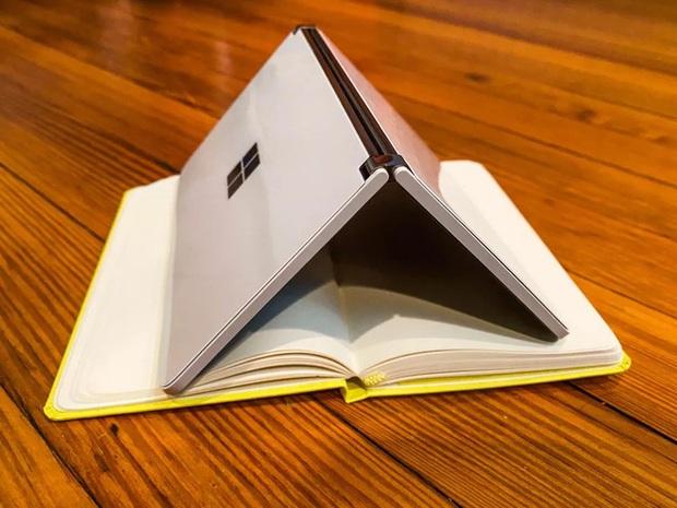 Bên trong siêu phẩm màn hình kép giá cao - Microsoft Surface Duo - Ảnh 1.