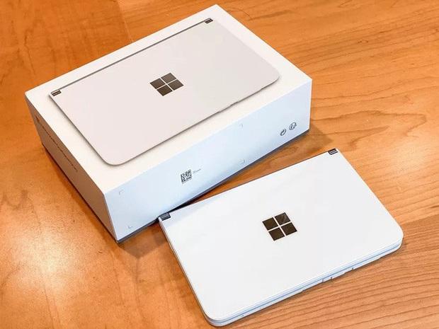 Bên trong siêu phẩm màn hình kép giá cao - Microsoft Surface Duo - Ảnh 2.