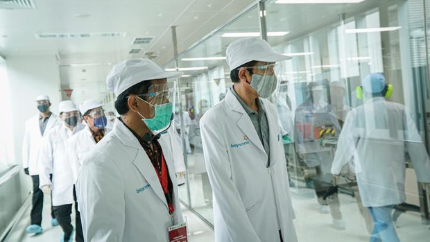 Indonesia đặt mục tiêu tiêm vaccine Covid-19 cho toàn dân đầu năm 2021 - Ảnh 1.