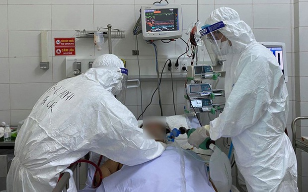 Bộ Y tế điều 3 kiện tướng chuyên gia hàng đầu vào hỗ trợ điều trị bệnh nhân COVID-19 nặng - Ảnh 2.