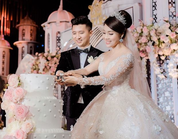 Trước khi bị phụ bạc, Âu Hà My từng hóa công chúa trong đám cưới cổ tích với 3 bộ váy cưới đính kim cương giá 1 tỉ đồng - Ảnh 2.