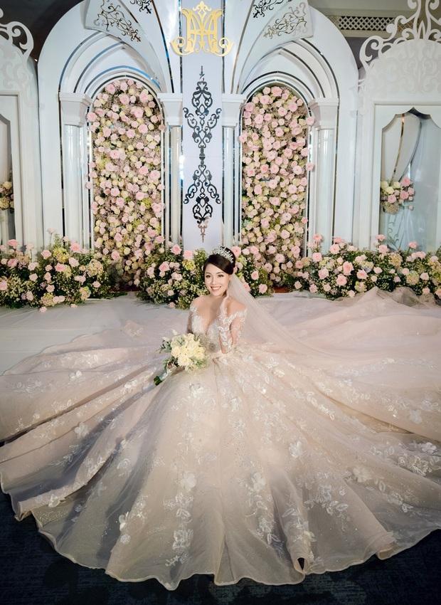 Trước khi bị phụ bạc, Âu Hà My từng hóa công chúa trong đám cưới cổ tích với 3 bộ váy cưới đính kim cương giá 1 tỉ đồng - Ảnh 14.
