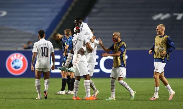 HLV PSG ôm hôn Neymar đầy cảm xúc sau màn lội ngược dòng khó tin trước Atalanta - Ảnh 5.