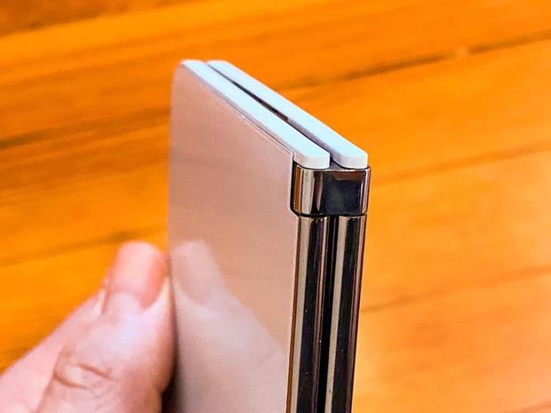 Bên trong siêu phẩm màn hình kép giá cao - Microsoft Surface Duo - Ảnh 3.