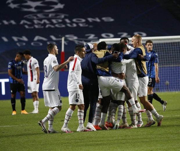 HLV PSG ôm hôn Neymar đầy cảm xúc sau màn lội ngược dòng khó tin trước Atalanta - Ảnh 6.