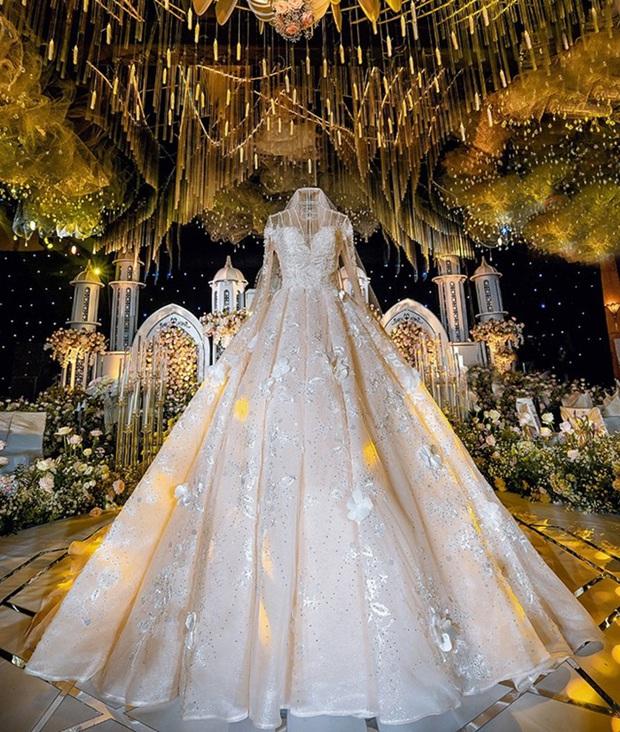 Trước khi bị phụ bạc, Âu Hà My từng hóa công chúa trong đám cưới cổ tích với 3 bộ váy cưới đính kim cương giá 1 tỉ đồng - Ảnh 7.