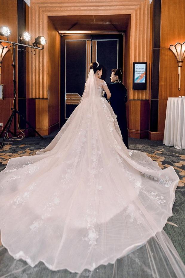 Trước khi bị phụ bạc, Âu Hà My từng hóa công chúa trong đám cưới cổ tích với 3 bộ váy cưới đính kim cương giá 1 tỉ đồng - Ảnh 10.