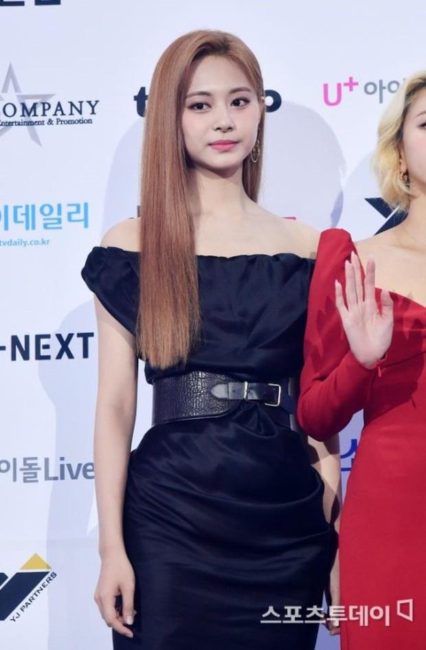 Siêu thảm xanh hot nhất Kpop hôm nay: TWICE sexy hầm hập đối đầu Red Velvet, Yerin (GFriend) mặt sưng vù giữa 50 idol - Ảnh 2.
