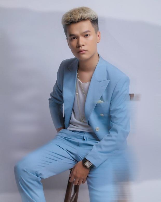 Chỉ trong 1 ngày, Rap Việt và 1977 Vlog đều bị rơi rụng thứ hạng top trending YouTube vì sự xuất hiện của nam ca sĩ lạ hoắc - Ảnh 3.