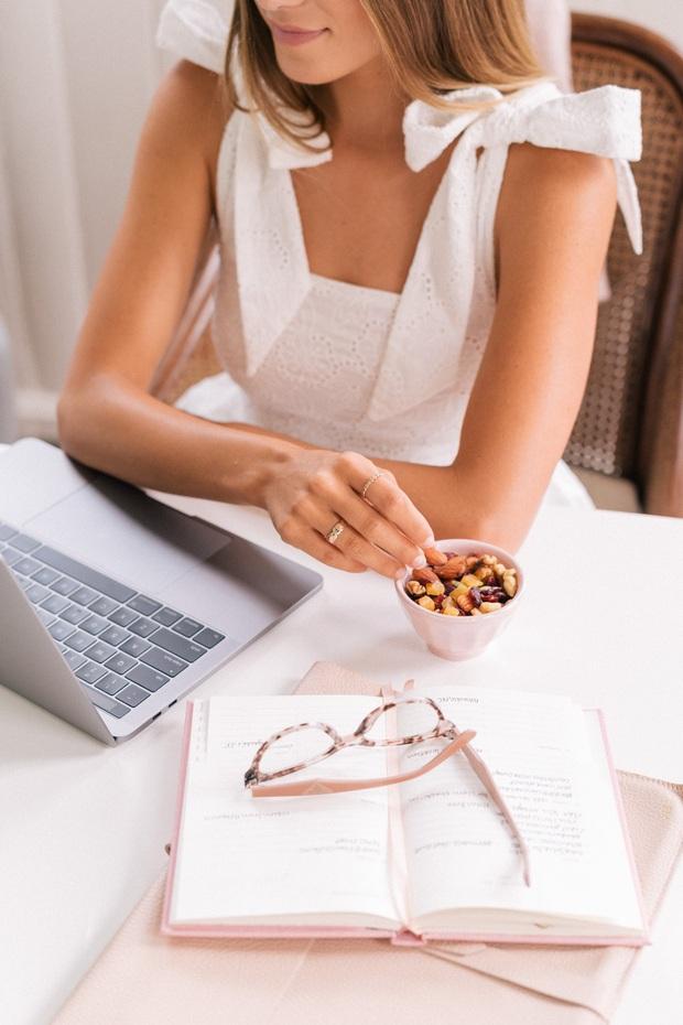Dân văn phòng chỉ cần chú ý tới 6 nguyên tắc nhỏ là có thể giảm béo ngay tại nơi làm việc - Ảnh 2.