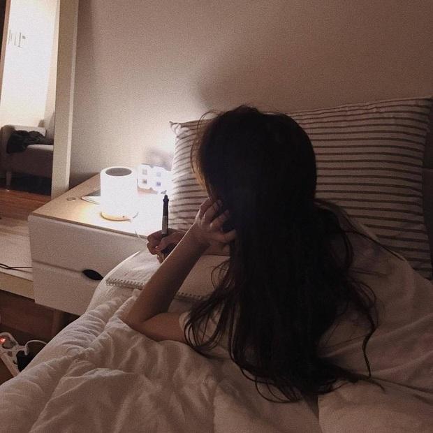 Có 2 thứ nên đặt gần giường ngủ và 3 thứ nên để càng xa càng tốt, nhiều người không hề biết nên vô tình gây ảnh hưởng xấu tới sức khỏe - Ảnh 4.