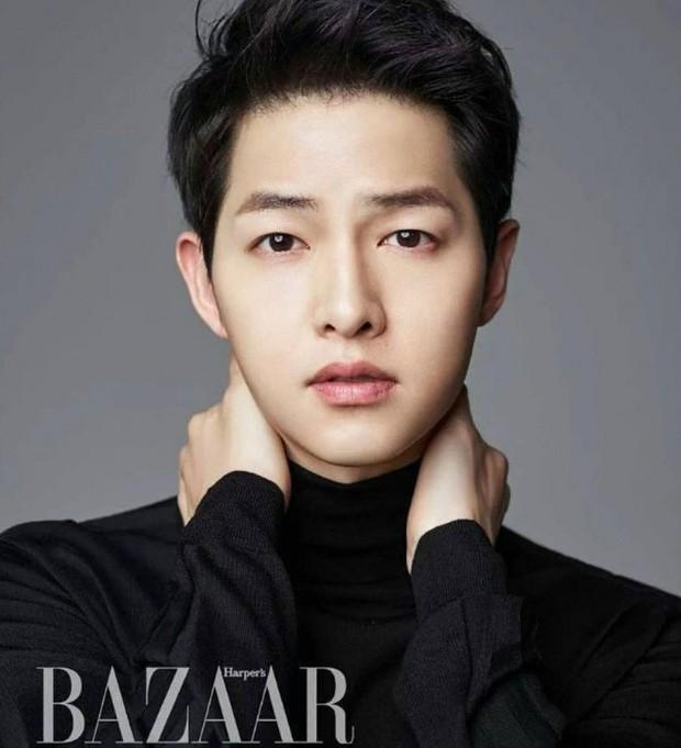 Song Joong Ki lộ diện khác lạ, dửng dưng đi chơi với gia đình sau khi bị Song Hye Kyo đá xoáy - Ảnh 7.