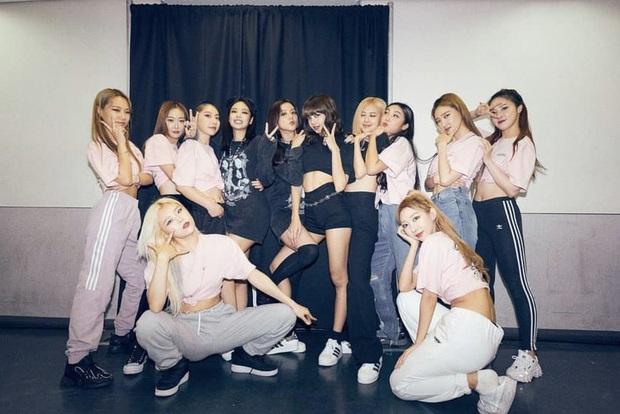 Nữ idol 29 tuổi vẫn miệt mài debut: Từng là backup-dancer của BLACKPINK, đã ra mắt cùng 4 nhóm nhạc nhưng kết cục đều tan rã - Ảnh 4.