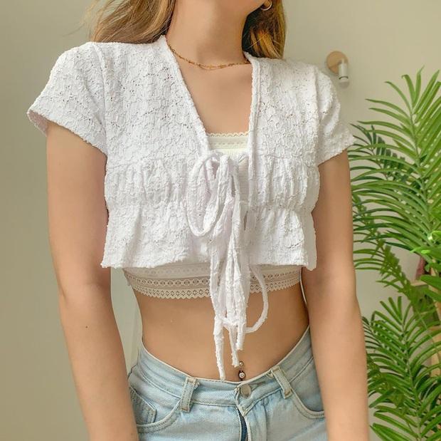 Phục Lisa sát đất: Cố tình mặc ngược crop top để ra kiểu áo mới kín đáo hơn nhưng vẫn xinh hết nấc - Ảnh 12.