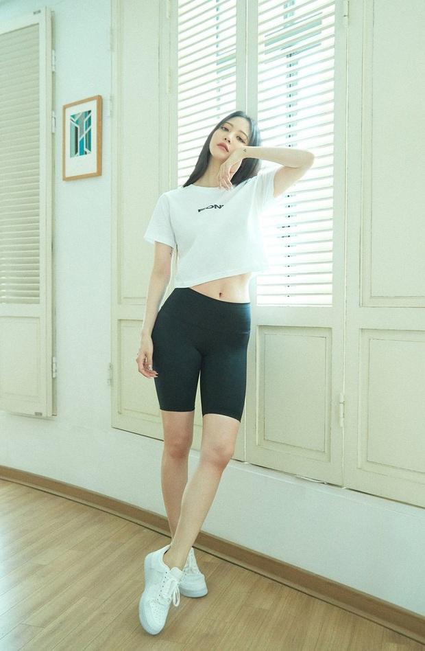 Sao Hàn có 10 cách diện áo phông trắng xinh nức nở, bạn cứ học theo là style chẳng bao giờ bị chê nhạt - Ảnh 9.