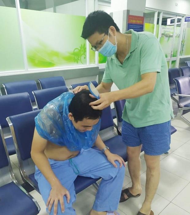 Hình ảnh giản dị mà dễ thương của các y bác sĩ bên trong Bệnh viện Đà Nẵng - Ảnh 3.