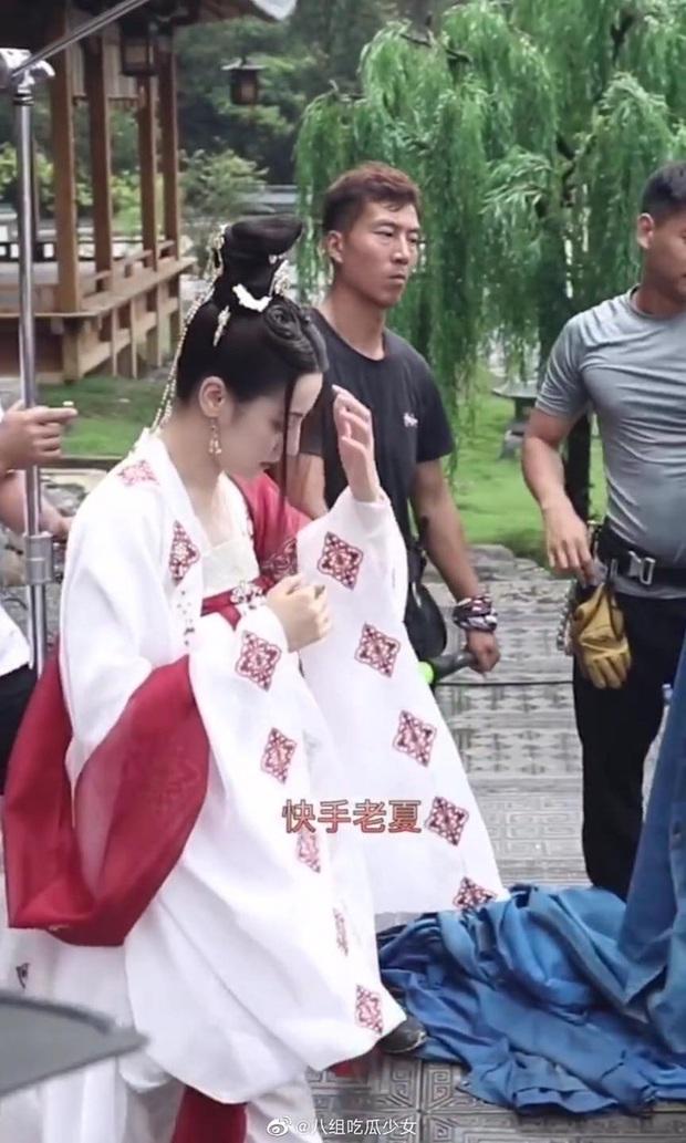Netizen thi nhau phanh gấp trước bộ váy nhìn như khăn trải bàn của Địch Lệ Nhiệt Ba ở Trường Ca Hành - Ảnh 4.