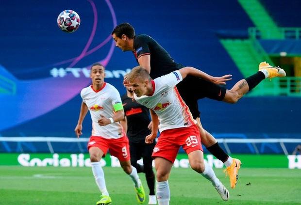 Leipzig 2-1 Atletico Madrid: Bàn thua phút 88 khiến giấc mơ Champions League của thầy trò Simeone tan thành mây khói, RB Leipzig lập kỷ lục vô tiền khoáng hậu - Ảnh 1.
