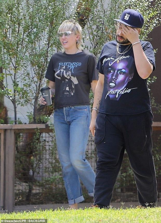 HOT: Miley Cyrus chia tay tình trẻ kém 5 tuổi Cody Simpson chỉ sau 10 tháng hẹn hò - Ảnh 4.
