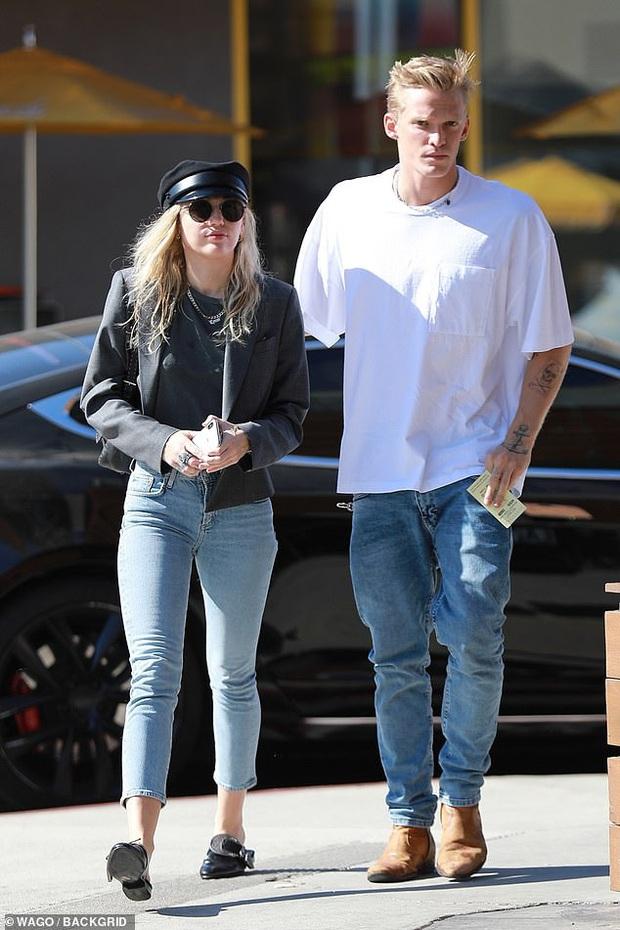 HOT: Miley Cyrus chia tay tình trẻ kém 5 tuổi Cody Simpson chỉ sau 10 tháng hẹn hò - Ảnh 6.