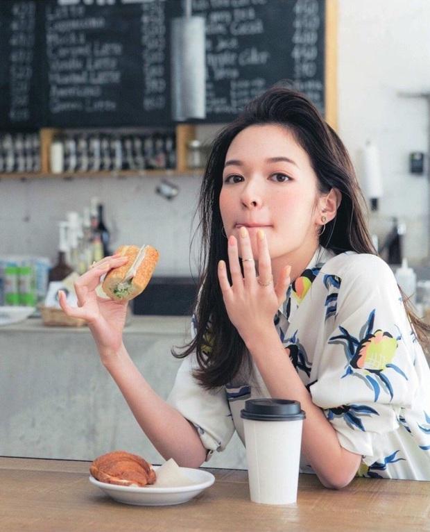 5 loại thực phẩm thuộc danh sách đen, đừng nên ăn chúng khi bụng đói nếu không sẽ gây viêm loét, chọc thủng dạ dày - Ảnh 1.